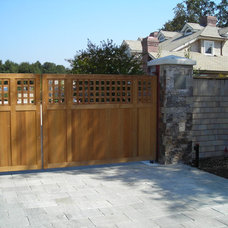 Traditional Entry by SBI Building Materials & Landscape Supplies