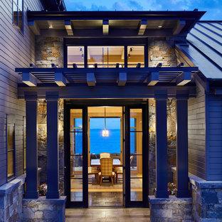 シアトルの両開きドアトランジショナルスタイルのおしゃれな玄関ドア (テラコッタタイルの床、ガラスドア、黒い床、表し梁) の写真