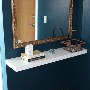 Foto de distribuidor industrial, pequeño, con paredes azules, suelo de madera oscura y puerta simple