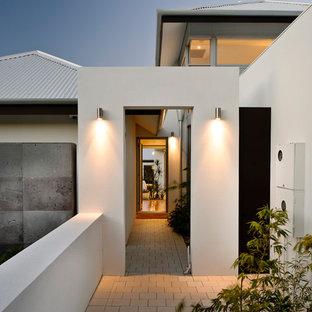 Ejemplo de entrada minimalista con puerta simple