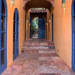 Idéer för medelhavsstil entréer, med orange väggar