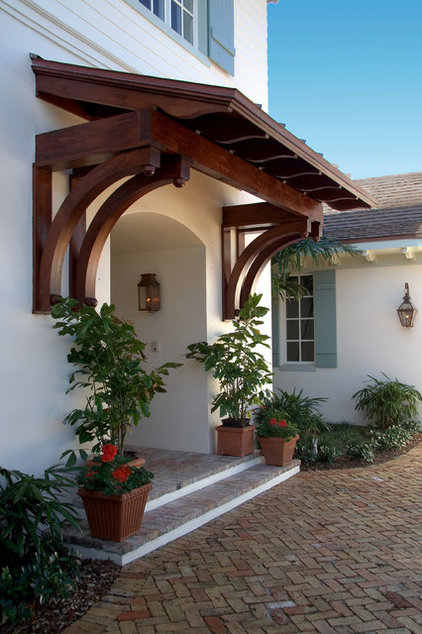 Traditional Entry by Village Architects AIA, Inc.