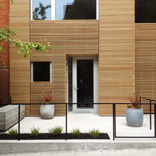Contemporary Entry by Stuart Basseches Architect