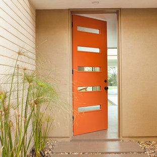 Idéer för att renovera en 50 tals entré, med en orange dörr