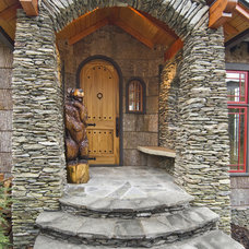 Traditional Entry by Steven Clipp Architecture
