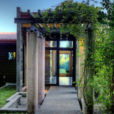Contemporary Entry by Dan Nelson, Designs Northwest Architects