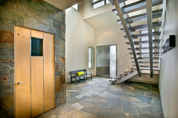 Contemporary Entry by New Mood Design LLC