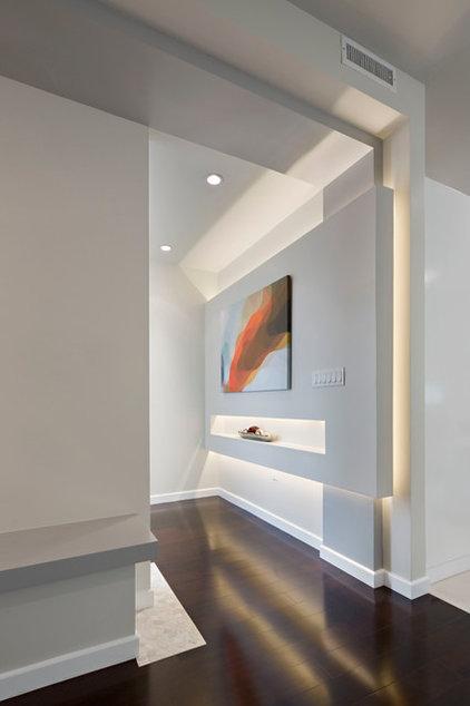 Contemporary Entry by Caisson Studios