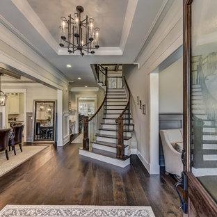 Großer Klassischer Eingang mit Korridor, dunklem Holzboden, Doppeltür, dunkler Holztür, eingelassener Decke und vertäfelten Wänden in Charlotte
