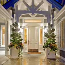 Traditional Entry by DESIGN GUILD HOMES