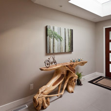 Contemporary Entry by Kingdom Builders