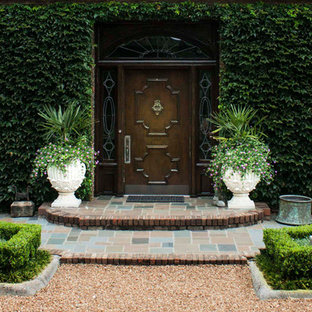 Mittelgroße Klassische Haustür mit Einzeltür und dunkler Holztür in Sonstige