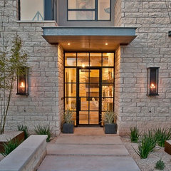 contemporary entry by Greenbelt Homes