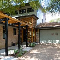 Modern Entry by Steinbomer, Bramwell & Vrazel Architects