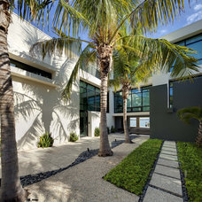 Tropical Entry by DWY Landscape Architects