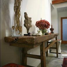 Modern Entry by Charmean Neithart Interiors, LLC.