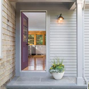 ボストンの片開きドアトランジショナルスタイルのおしゃれな玄関ドア (グレーの壁、紫のドア、グレーの床) の写真