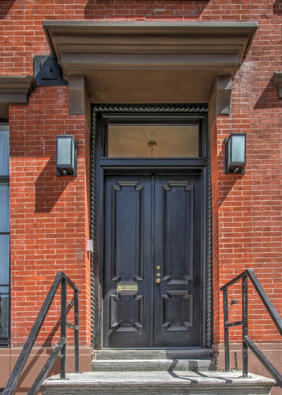 Traditional Entry by J. F. Roesemann Builders, Inc.