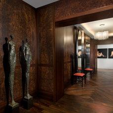 Contemporary Entry by STUDIO VILLANUEVA ARCHITECTURE