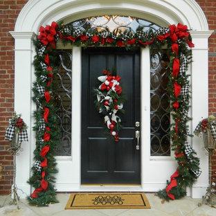 アトランタの片開きドアトラディショナルスタイルのおしゃれな玄関ドア (黒いドア) の写真