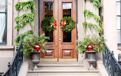 50 Festive Holiday Doors