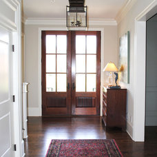 Traditional Entry by Will Johnson Building Company