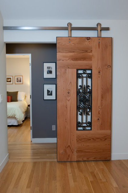 Contemporary Entry by Clarum Homes