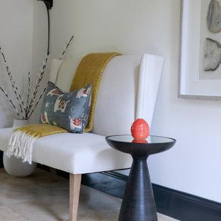 Стильный дизайн: фойе среднего размера в стиле модернизм с белыми стенами и мраморным полом - последний тренд