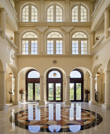 Traditional Entry by Clifford M. Scholz Architects Inc.