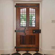 Farmhouse Entry by Period Architecture Ltd.