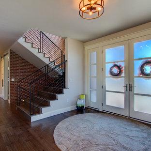 Inspiration pour une grand porte d'entrée style shabby chic avec un sol en bois brun, une porte double, une porte en verre et un sol marron.