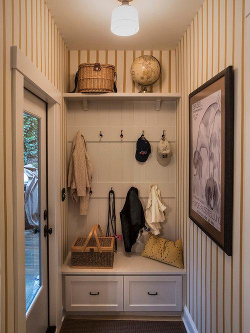 Entr e avec une porte en verre et un vestiaire photos et for Petite entree simple