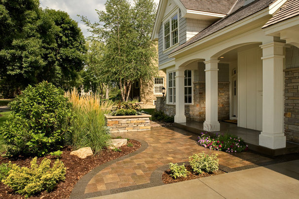 Traditional Entry by Southview Design