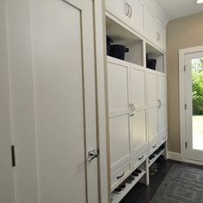 Traditional Entry by The Kitchen Studio of Glen Ellyn