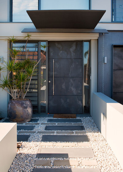 Contemporary Entry by JPR Architects