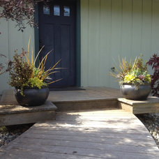 Traditional Entry by Root Design & Landscape