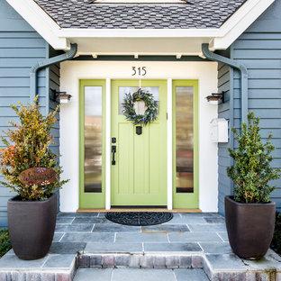 Новый формат декора квартиры: входная дверь среднего размера в стиле современная классика с одностворчатой входной дверью и зеленой входной дверью