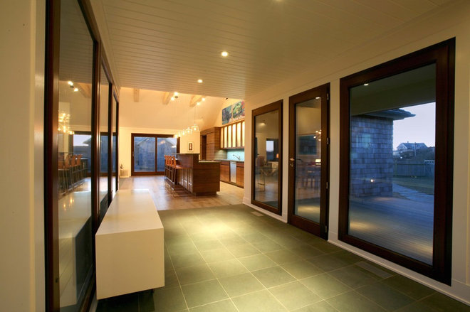 Contemporary Entry by BERG DESIGN ARCHITECTURE