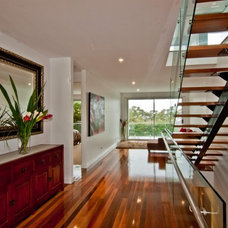 Contemporary Entry by Square Design Pty Ltd