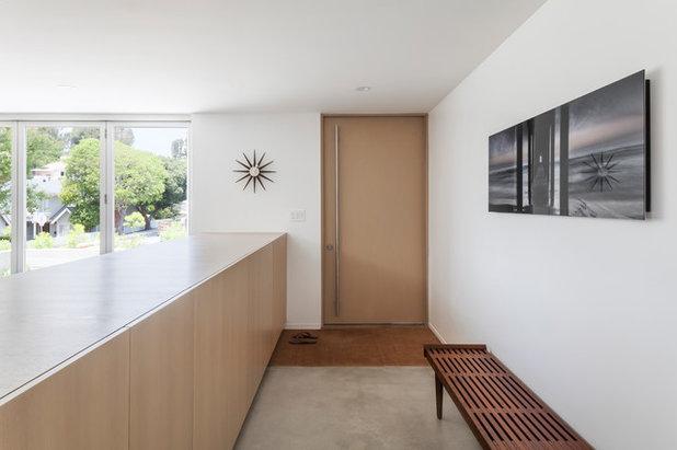 Modern Entrance by Edward Ogosta Architecture