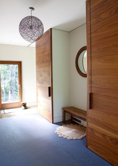 Contemporary Entry by Actual Size Projects