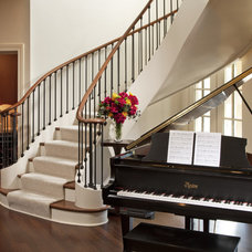 Traditional Entry by Johnson Design Inc.