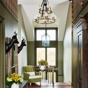 Пример оригинального дизайна: большое фойе в стиле кантри с зелеными стенами, полом из керамической плитки, двустворчатой входной дверью, входной дверью из темного дерева, коричневым полом, кессонным потолком и обоями на стенах