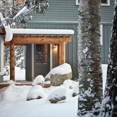 Traditional Entry by Whitten Architects