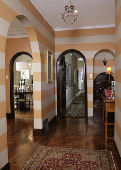 Traditional Entry by Amoroso Design