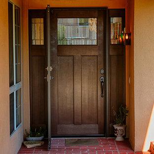 Große Urige Haustür mit blauer Wandfarbe, Einzeltür und dunkler Holztür in Orange County