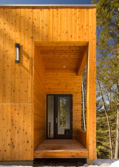 Contemporary Entry by Studio MM Architect, pllc