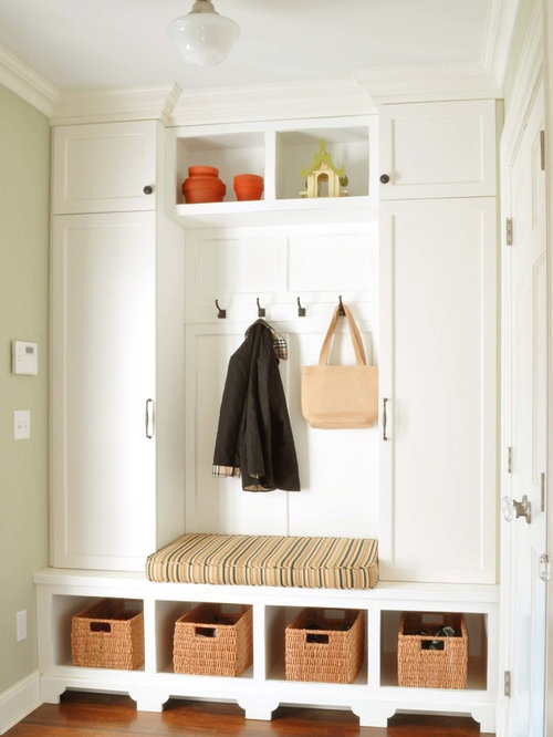 Small mudroom ideas pictures remodel and decor for Mudroom layout