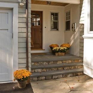 Klassischer Eingang mit Keramikboden in Boston