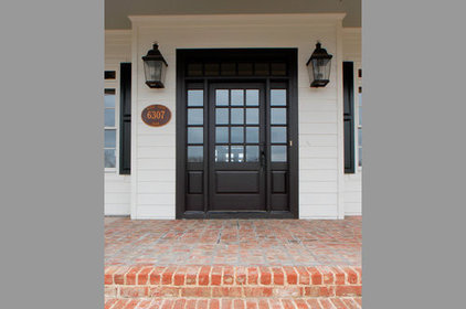 Farmhouse Entry by Lankford Decorating & Construction, Inc.